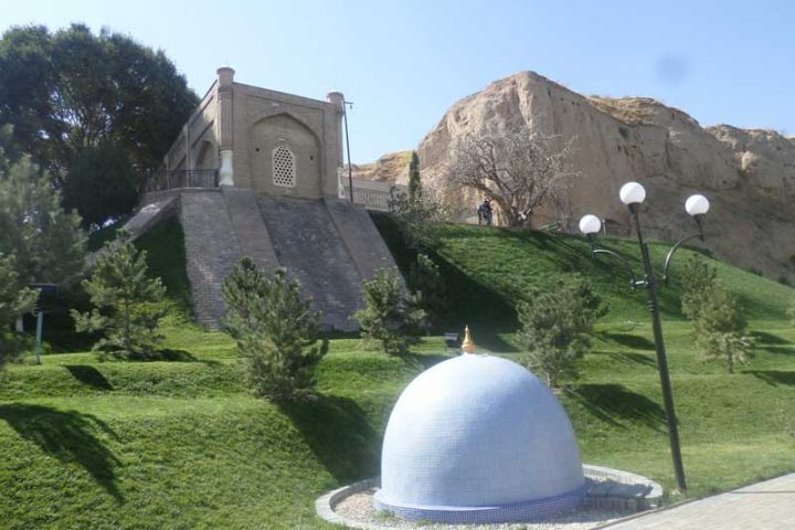 Mausoleum_Khoja_Daniyar