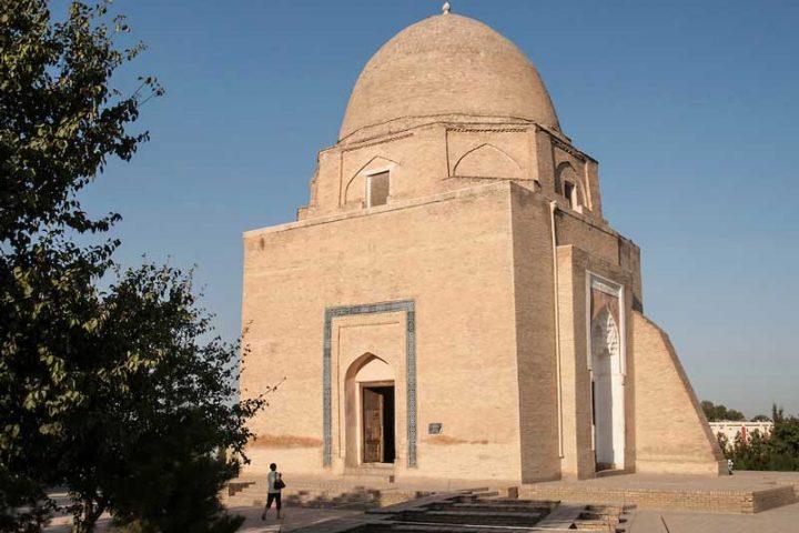 Rukhabad-Mausoleum-1
