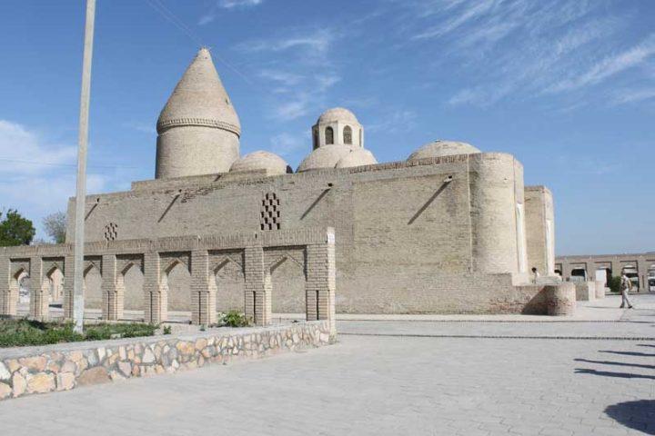 Chashmai-Ayub-Mausoleum-3