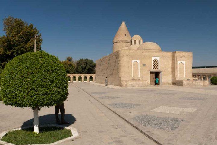 Chashmai-Ayub-Mausoleum-4