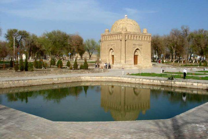 Samanids-Mausoleum-1