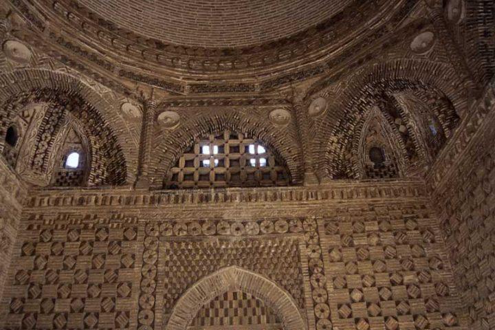 Samanids-Mausoleum-3