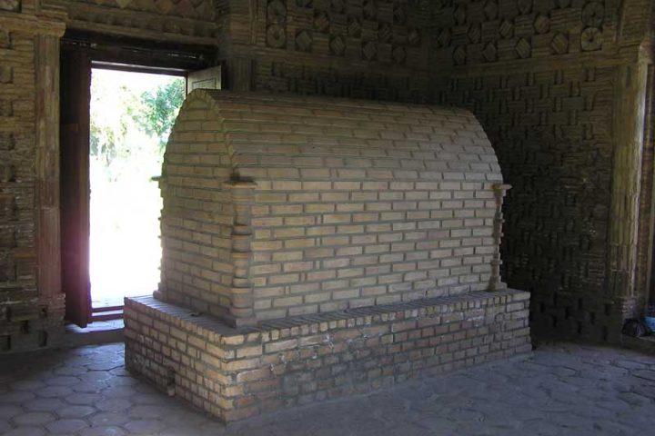 Samanids-Mausoleum-4